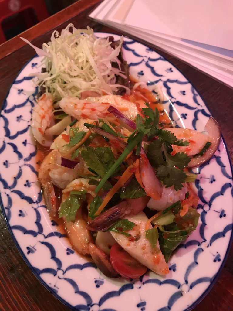 ヤムタレー 魚介類のスパーシーサラダ