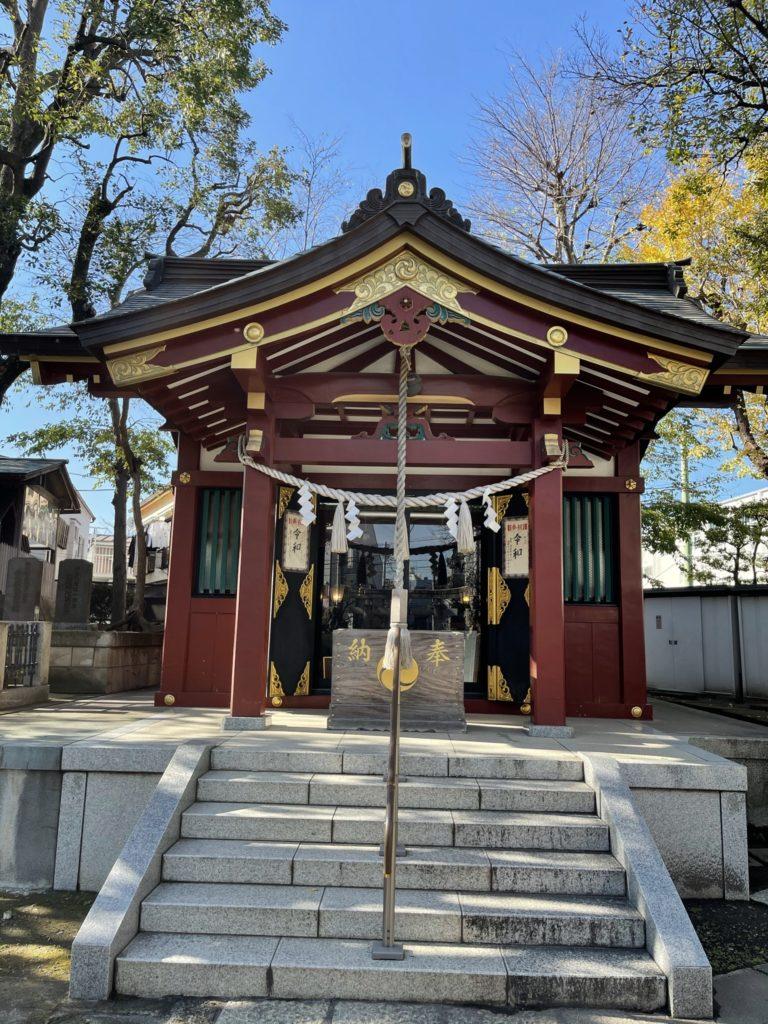 女塚神社社殿